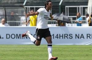 _antonio_carlos_marcou_os_dois_gols_que_garantiram_a_virada_e_o_jvp2
