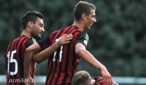 Four goals from Iacopo Cernigoi gave AC Milan an opening day win over Pescara.